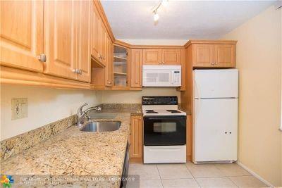 Davie Condo/Townhouse For Sale: 9491 Evergreen Pl #201