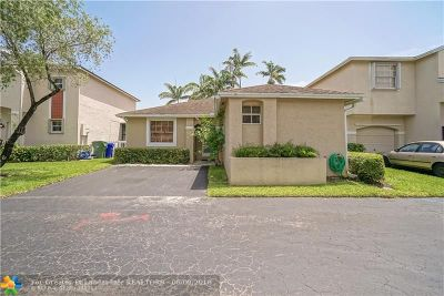 Pembroke Pines Single Family Home For Sale: 11736 NW 12th St
