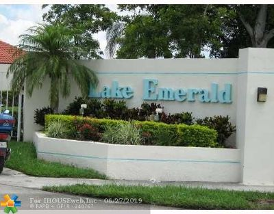 Oakland Park Condo/Townhouse For Sale: 114 Lake Emerald Dr #407