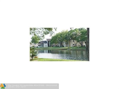 Pembroke Pines Condo/Townhouse For Sale: 206 Palm Cir #206