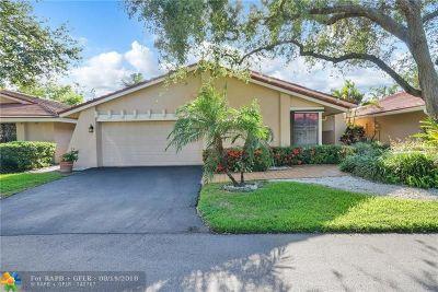 Deerfield Beach Single Family Home For Sale: 661 Hollows Cir