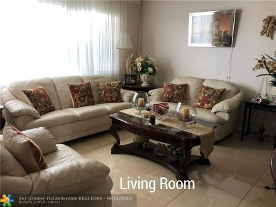 Deerfield Beach Condo/Townhouse For Sale: 4107 Newport U #4107