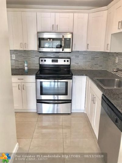Coral Springs Condo/Townhouse For Sale: 4131 NW 88 Ave #105
