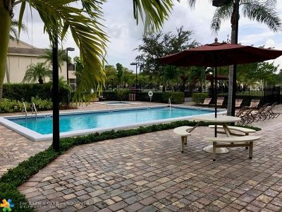 Deerfield Beach Condo/Townhouse For Sale: 640 Cypress Club Way #P12