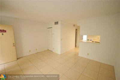 West Palm Beach Condo/Townhouse For Sale: 1500 N Congress Ave #A113