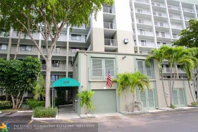 Pompano Beach Condo/Townhouse For Sale: 2238 N Cypress Bend Dr #707