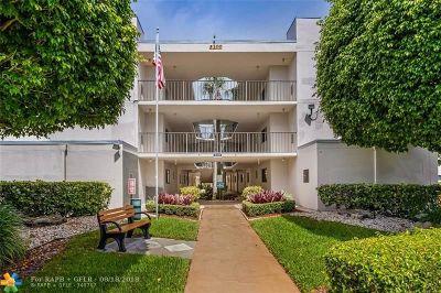 Delray Beach Condo/Townhouse For Sale: 5100 Las Verdes Cir #109