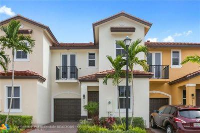 Coconut Creek Condo/Townhouse For Sale: 6972 Long Pine Cir #6972