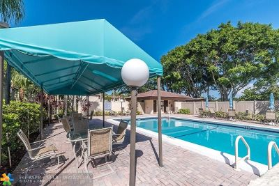Boca Raton FL Condo/Townhouse For Sale: $249,000
