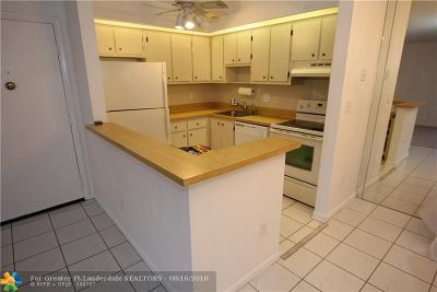 Tamarac Condo/Townhouse For Sale: 9630 S Belfort Cir #J-1