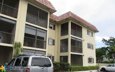 Pompano Beach Condo/Townhouse For Sale: 253 S Cypress Rd #236
