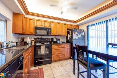 Tamarac Condo/Townhouse For Sale: 9227 Wedgewood Way #A22