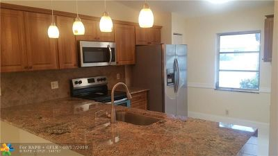 Boca Raton Condo/Townhouse For Sale: 8640 Overset Ln #8640