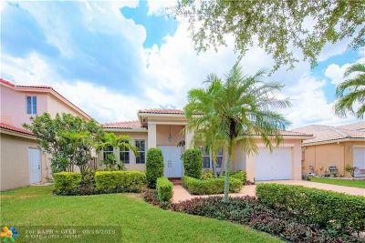 Davie Single Family Home For Sale: 375 E Royal Cove Cir