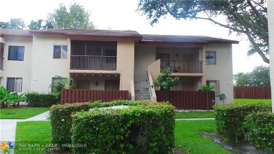 North Lauderdale Condo/Townhouse For Sale: 8041 Southgate Blvd #11H