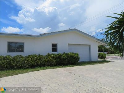 Pompano Beach Single Family Home For Sale: 900 S Cypress Rd