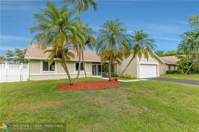 Lauderhill Single Family Home For Sale: 7881 NW 53rd St
