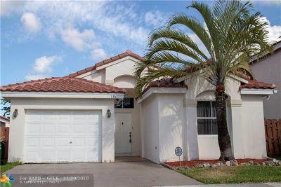 Margate Single Family Home For Sale: 7361 Granada Way