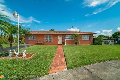 Miami Single Family Home For Sale: 9645 SW 10th Ter