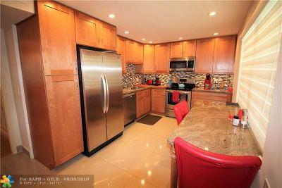 Pompano Beach Condo/Townhouse For Sale: 3505 Oaks Way #202
