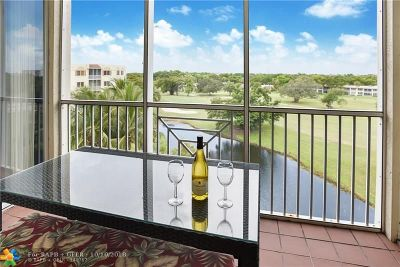 Pompano Beach Condo/Townhouse For Sale: 3500 Oaks Clubhouse Dr #506