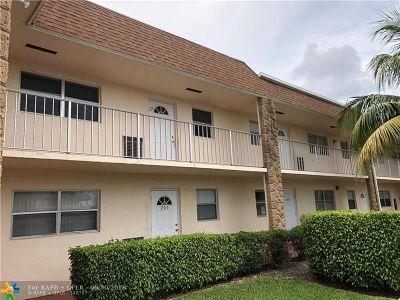 Boca Raton Condo/Townhouse For Sale: 9851 Sandalfoot Boulevard #204