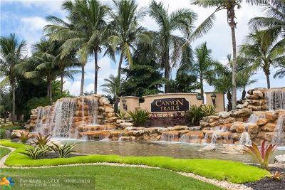 Boynton Beach Single Family Home For Sale: 8372 Calabria Lakes Dr
