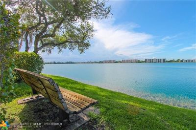 Oakland Park Condo/Townhouse For Sale: 112 Lake Emerald Dr #201