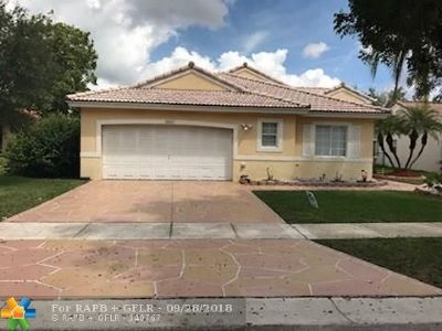 Pembroke Pines Single Family Home For Sale: 16227 SW 8th St
