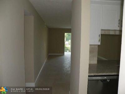 Boynton Beach Condo/Townhouse For Sale: 330 NE 26th Ave #209