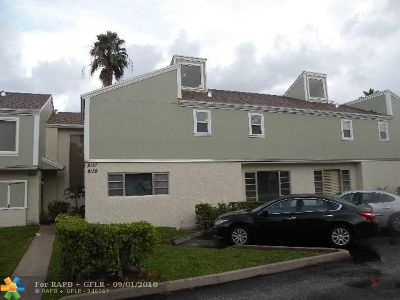 Tamarac Condo/Townhouse Backup Contract-Call LA: 8139 Lagos De Campo Blvd #.