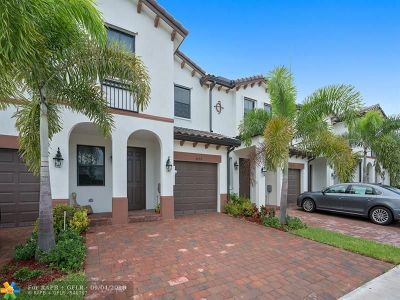 Doral Condo/Townhouse For Sale: 8894 NW 103rd Path #8894
