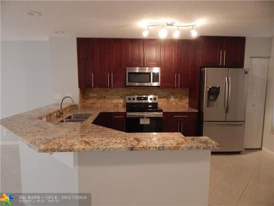 Boca Raton Condo/Townhouse For Sale: 9520 Boca River Circle #9520