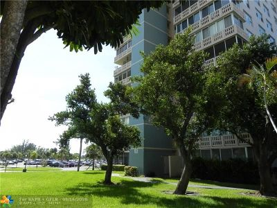 Broward County Condo/Townhouse For Sale: 4001 Hillcrest Dr #617