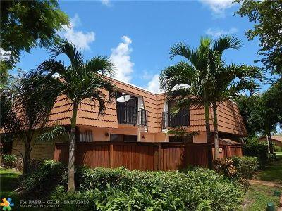 Deerfield Beach Condo/Townhouse For Sale: 2825 N Waterford Dr N #2825