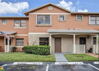 Pembroke Pines Condo/Townhouse For Sale: 450 NW 103rd Ter #450