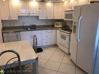 Deerfield Beach Condo/Townhouse For Sale: 439 Richmond E #439