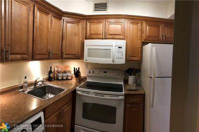 Oakland Park Condo/Townhouse For Sale: 3040 NE 16th Ave #105