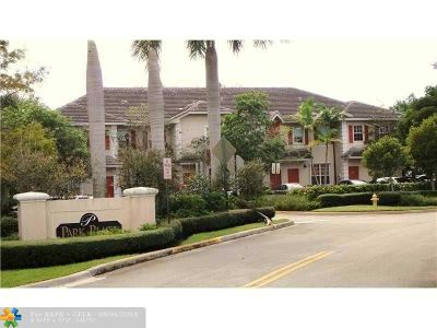 Plantation Condo/Townhouse For Sale: 719 NW 42nd Ave #719