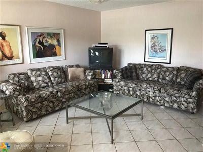 Deerfield Beach Condo/Townhouse For Sale: 1027 Oakridge D #1027
