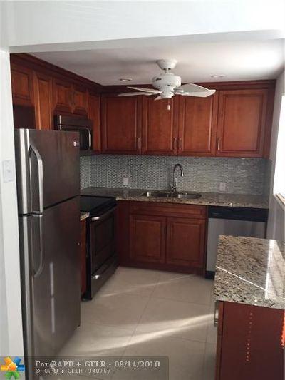 Boca Raton Condo/Townhouse For Sale: 56 Dorset B #56