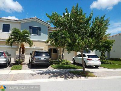 Miami Condo/Townhouse For Sale: 389 NE 194th Ln #389