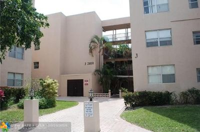 Lauderdale Lakes Condo/Townhouse For Sale: 2800 Somerset Dr #306J