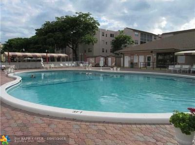 Lauderdale Lakes Condo/Townhouse For Sale: 2860 Somerset Dr #218K