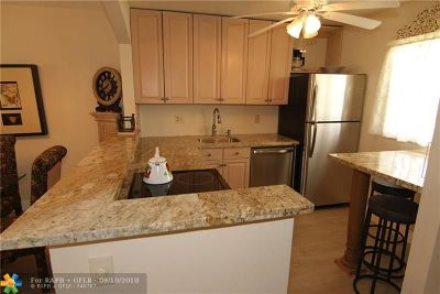 Lauderdale Lakes Condo/Townhouse For Sale: 3091 NW 46th Ave #206C