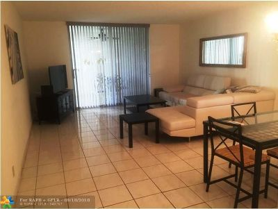 Hollywood Condo/Townhouse For Sale: 425 SE 11 Terr #106