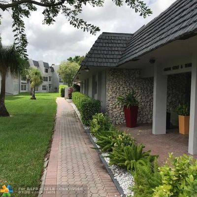 Margate Condo/Townhouse For Sale: 7827 Golf Cir Dr #105