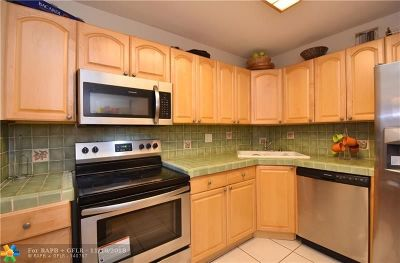 Wilton Manors Condo/Townhouse For Sale: 1950 N Andrews Ave #D216