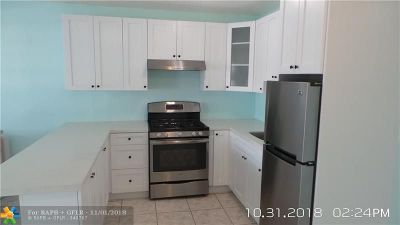 Miami Gardens Condo/Townhouse For Sale: 50 NW 204th St #22
