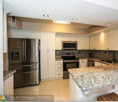 Hallandale Condo/Townhouse For Sale: 600 Parkview Dr #322